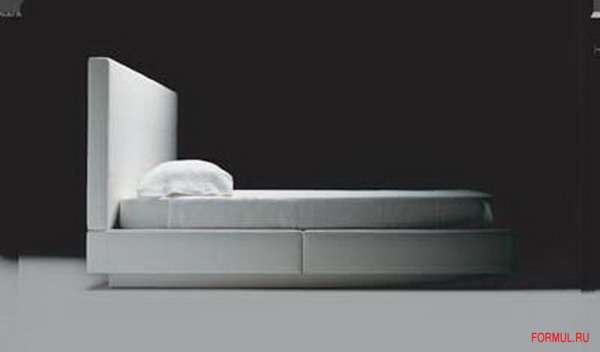 Кровать Poltrona Frau Sera.